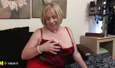 بانوی شیرین سکس سوپر مادر پسر با خوشحالی جلوی کوونی روی میز می زند