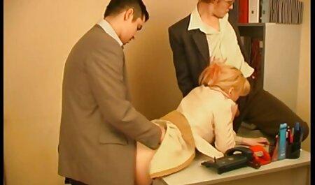 دختری نازک با خال کوبی روی بدنش یک کیرمصنوعی شیشه ای را در بیدمشک خود قرار می دهد دانلود فیلم سکسی مادر و پسر و صورت خود را نشان نمی دهد