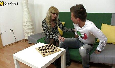 مرد جوان مقعد سکسیمادر موی قهوه ای می کشد
