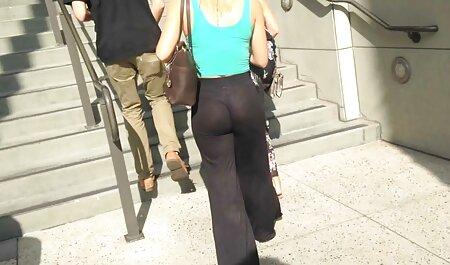 مدل جلوی یک وب کم و فیلم سکسی پسر جوان بدون لباس می گذارد