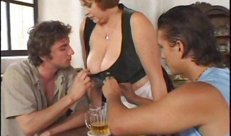 جوجه سیاه با خم بزرگ فیلم سکس پسر با مادر به صورت شریک زندگی نشست