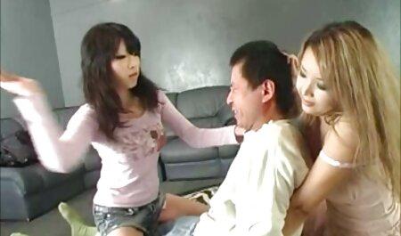 یک همسر دانلود فیلم سکسی پسر ومادر در سینه بند ، دهان خود را روی تنه همسر خود کار می کند ، و آن را با واژن جایگزین می کند