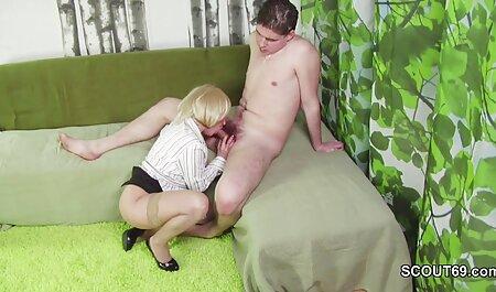 استلا کاکس در جوراب ساق بلند آلت شریک زندگی خود را فیلم سکسی مادر پسر بلع می کند و به صورت مضاعف نفوذ می کند