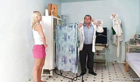 MILF Busty با لباس سیاه شیر مادر را از نوک سینه های خود فشرده می فیلم گاییدن پسر کند