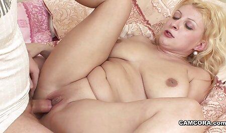 زیبایی در دامن لب های آلت تناسلی پسرش را بلند می کند و بیدمشک را روی او می سکس خارجی مادر و پسر اندازد