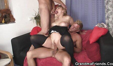 یک آلمانی قدیمی با سبیل یک بیدمشک بلوند جوان را لیس می زند و دانلود فیلم سکسی مامان و پسر جوجه یک عضو را از طریق فن روی دیوار مکیده می کند