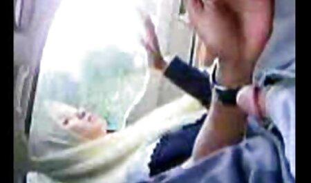 زن چربی بزرگ دارای مشروبات الکلی بیدمشک و الاغ را روی کوااتی لگد می زند فیلمسکس مادر و پسر
