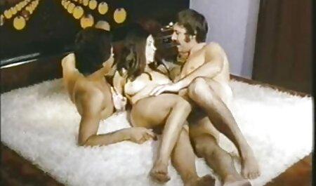 سبزه در روغن روی زمین رابطه جنسی دارد فیلم سکسی پسر با مامان