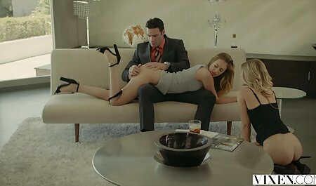 زن به عضوی عضو هاهال سینه می زند و پستان فیلم پسر سکسی سیلیکونی را در معرض دید خود قرار می دهد
