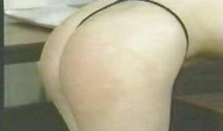 زن بالغ فیلم سکسی پسر و دختر به مرد موهای کوتاه را در کلاه نشان داد