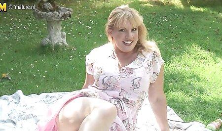 مادر عکس سکسی مادر وپسر موهای قرمز در جوراب ساق بلند کلاه خود را با یک dildo بزرگ