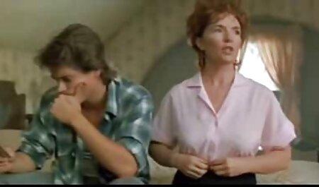 دختر ماسک زده دانلود فیلم سکسی مادر با پسر Busty خودش را با یک dildo بنفش در سونا fucks می کند