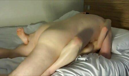 بلوند سولو در حمام و استمناء با یک خروس لاستیکی فیلم سکس پیرزن با پسر