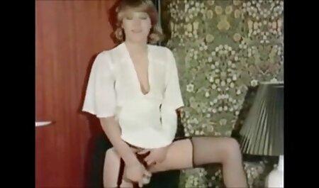 MILF بالغ با دست و اسباب بازی های داستان سکسی پسربامادر جنسی خود در رختخواب لذت می برد