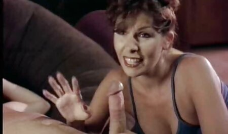 هااهل به شور و شوق ورزش در جوراب فیلم پسر سکس شلواری خیره می شود